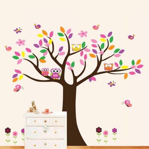 Színpompás fa baglyokkal, madarakkal, pillangókkal